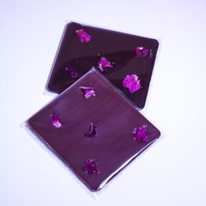 Organic dark chocolate plaquette with rose petals